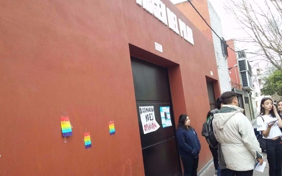 Marcha de repudio contra un docente por sus dichos homofóbicos
