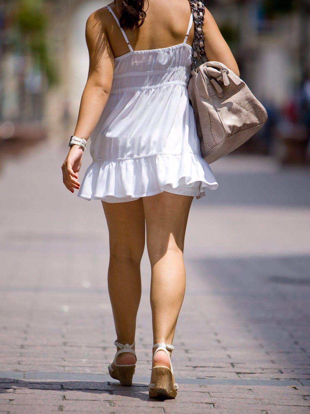 62df5a808 Mujeres en la calle con vestidos cortos – Vestidos de fiesta