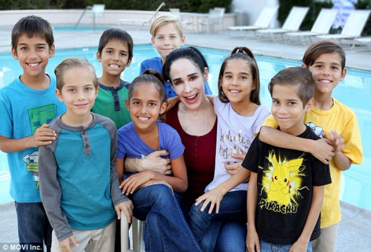 Resultado de imagen para mujer con muchos hijos
