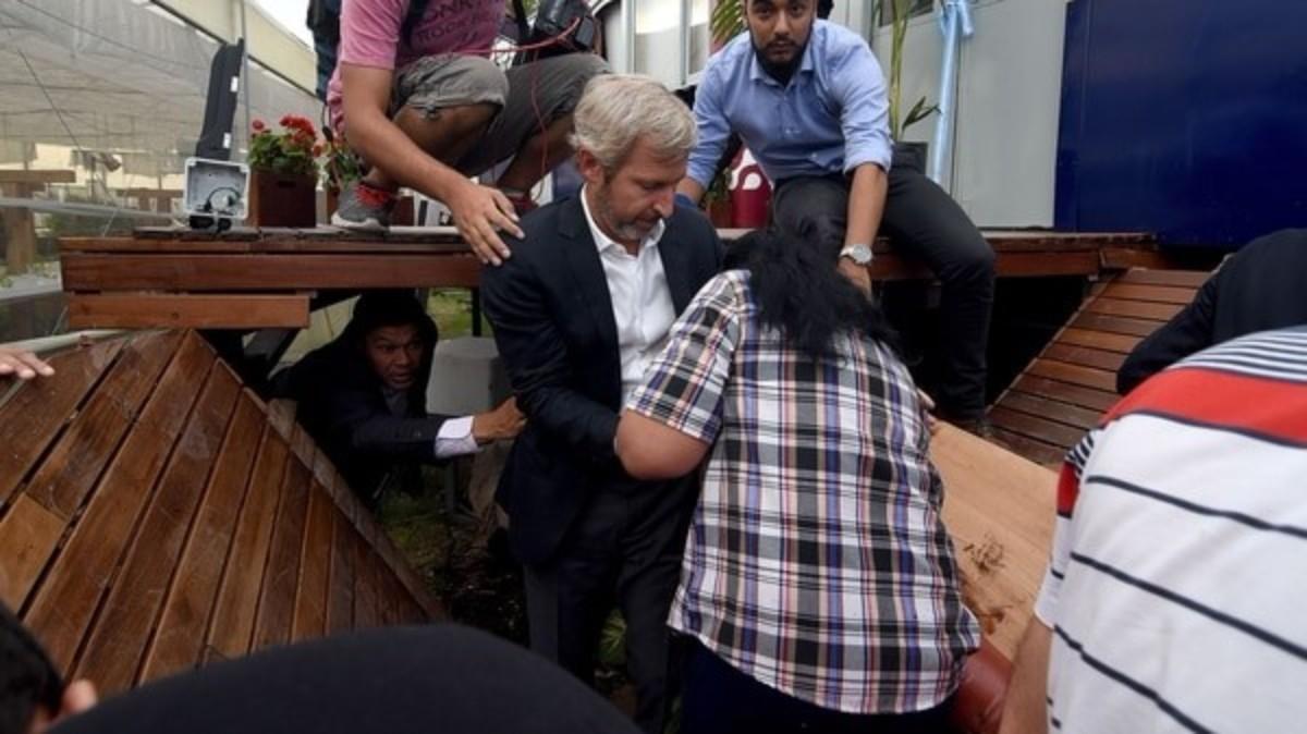 Se desplomó restaurante de Margarita Barrientos y cayeron varios funcionarios
