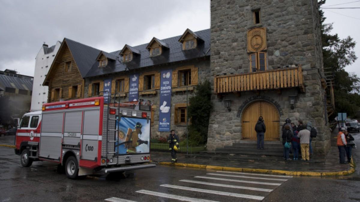 Lo echaron y quiso prender fuego el Centro Cívico de Bariloche
