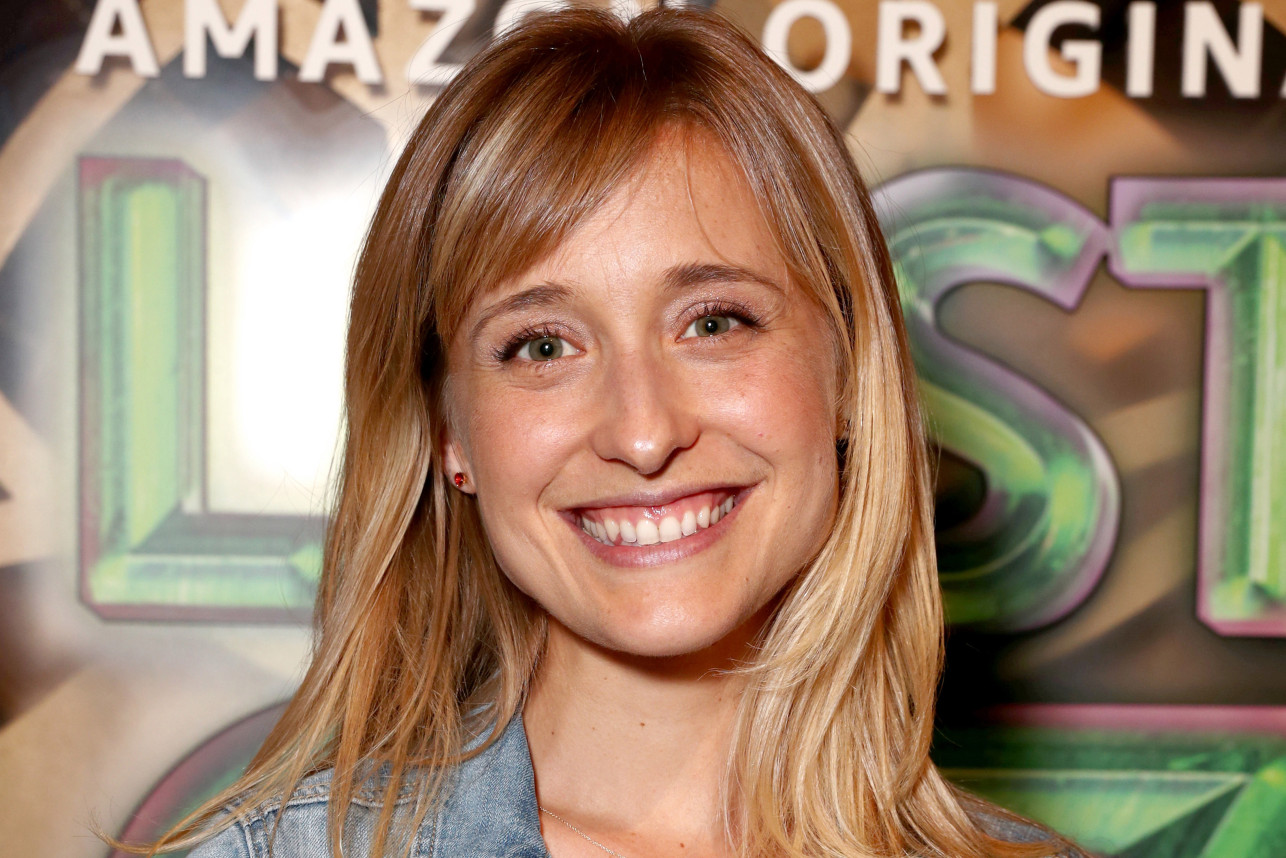 Allison Mack es arrestada por tráfico sexual