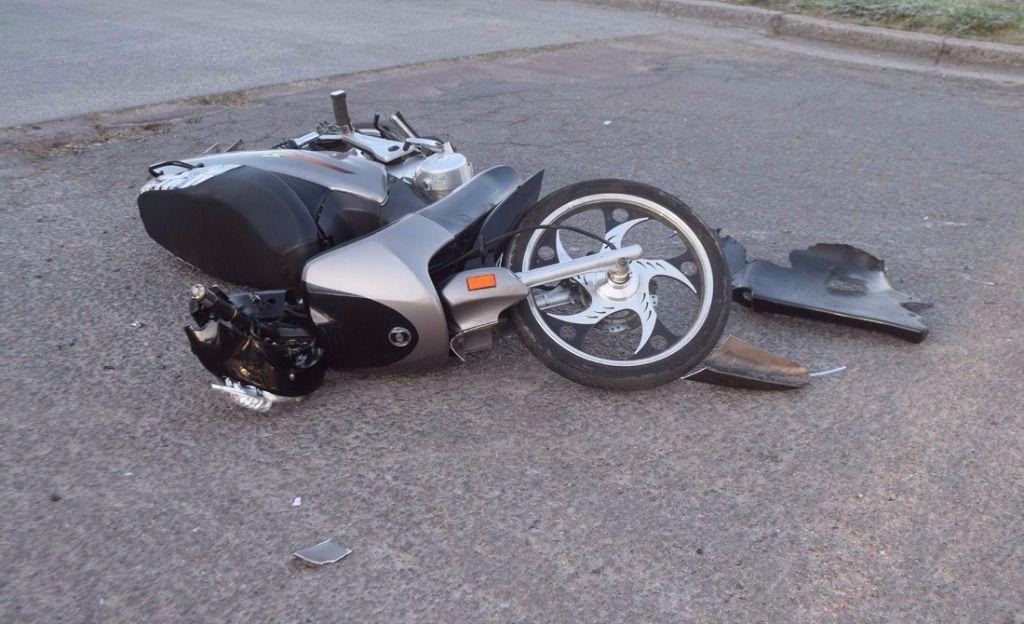 Resultado de imagen para Adolescente de 16 años muere tras chocar motor con camión estacionado en galvan