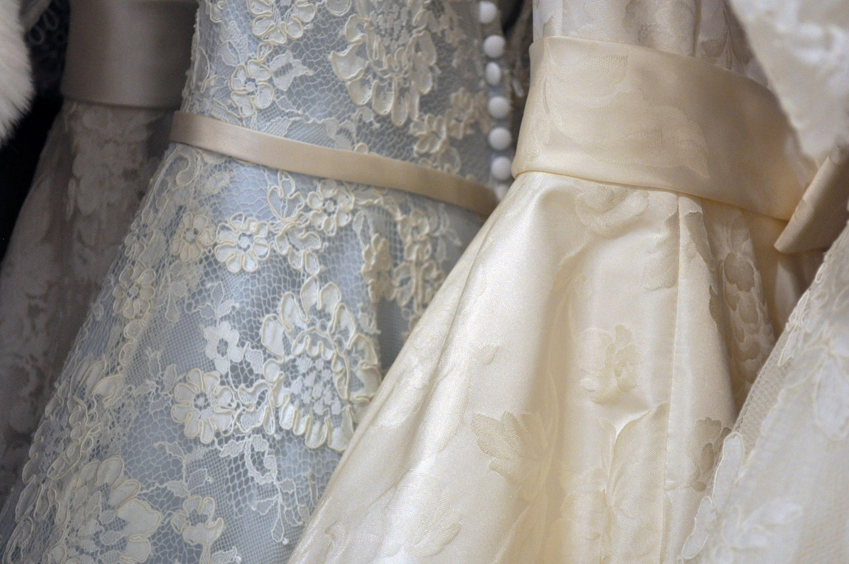 e7308708eb Subasta su vestido de novia a cambio de un asado - Canal 9 Televida ...