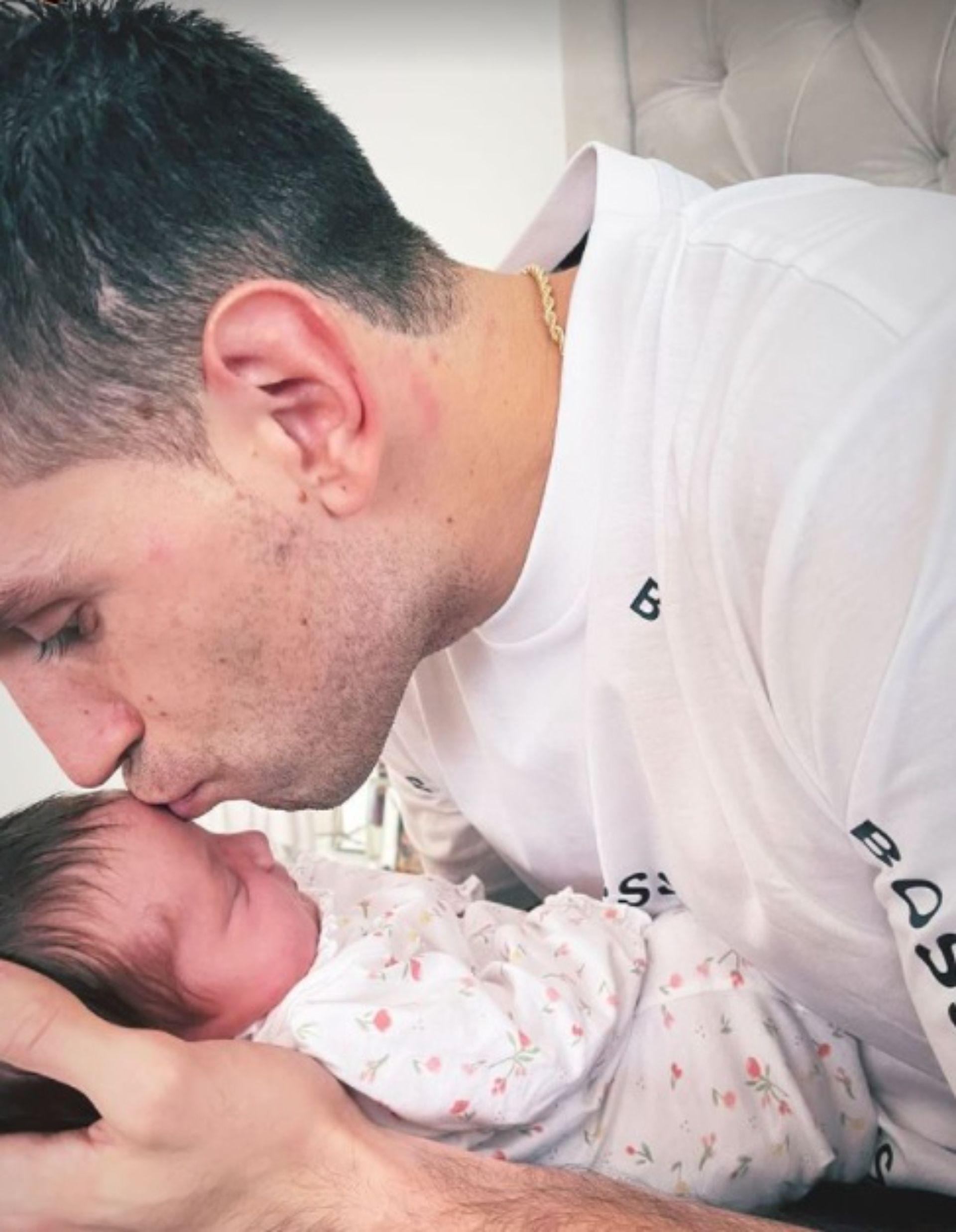 Dibu Martínez pudo conocer a su hija recién nacida - Canal 9 Televida  Mendoza